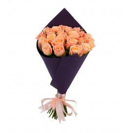 25 оранжевых российских роз в упаковке