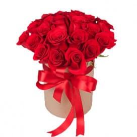 Букет из 25 красных роз в крафт коробке №703