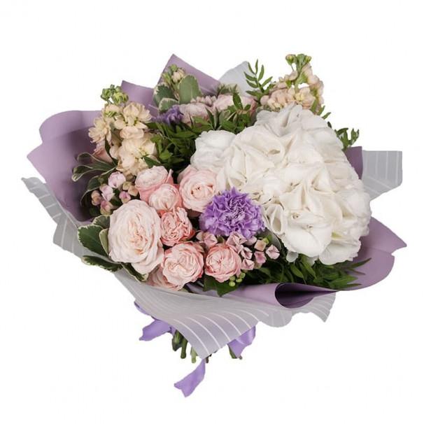 Букет №104 из гортензии, розы бомбастик и гвоздики