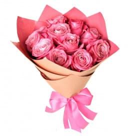 Букет из 11 розовых роз в крафтовой бумаге