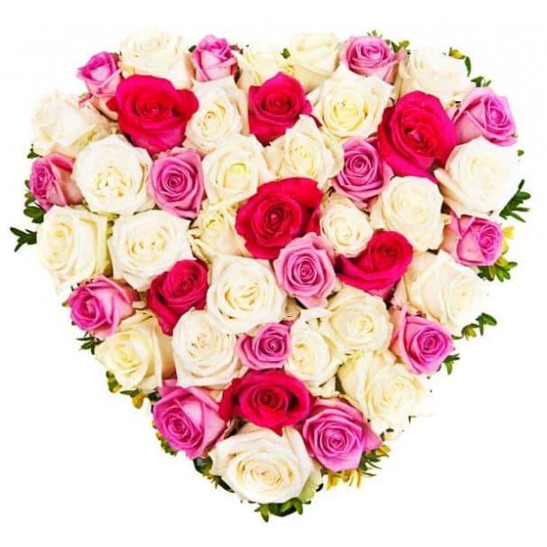 Букет в виде сердца из красных, белых и розовых роз №179