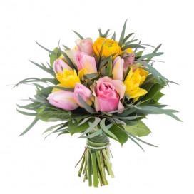 Желто-розовый букет из роз и ранункулюсов №138