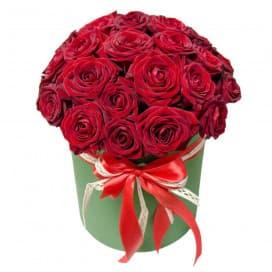 Большой хэт-бокс из красных роз №18