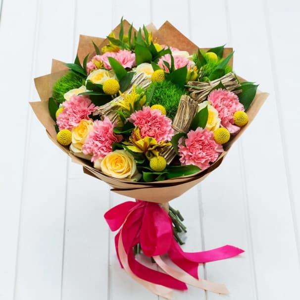 Весенний букет цветов №118 из желтых роз, гвоздик, альстромерий
