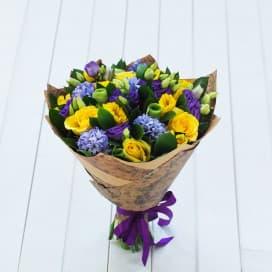 Фиолетово-желтый букет №115 из роз, эустом, нарциссов