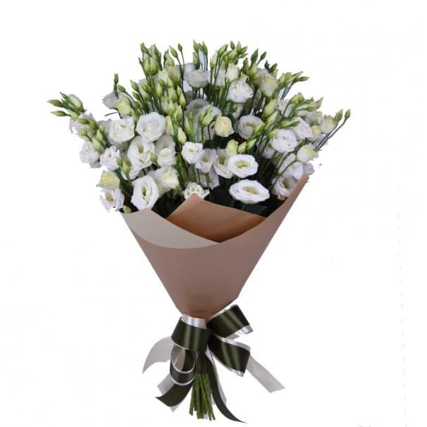 Букет цветов из 19 белых эустом в крафте