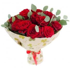 Букет №984 из больших красных роз и эвкалипта