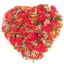 Букет в виде сердца из кустовой розы №700