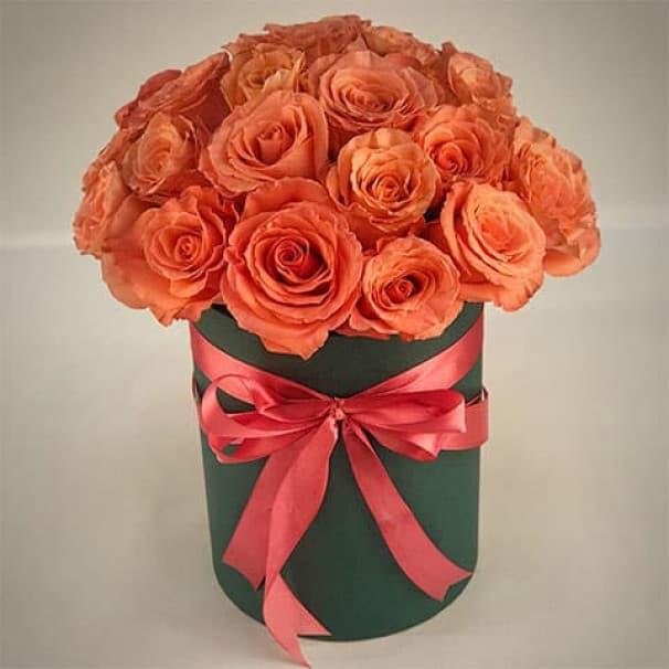 Букет из светлых роз в крафтовой коробке № 701