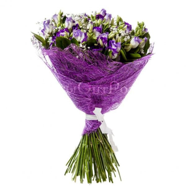 Букет цветов №107 из гипсофил и лизиантусов