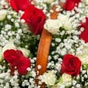 Корзина №24 c кустовыми и одноголовыми розами Фридом