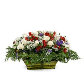 Корзина №25 из альстромерий, гипсофил, папоротников и роз