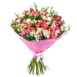 Разноцветный пышный букет №2 из роз, рускусов, лизиантусов