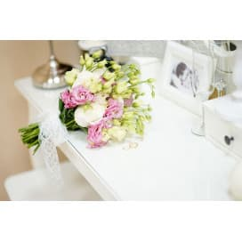 Свадебный букет СВ110 в греческом стиле из эустомы и розы