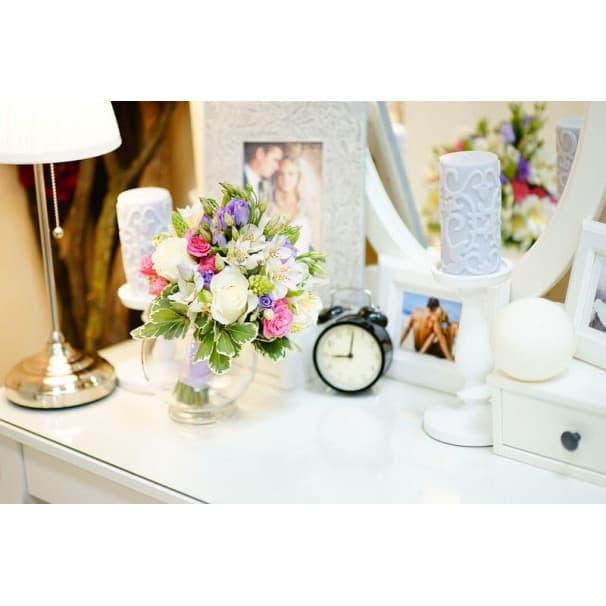 Свадебные букет в греческом стиле из эустомы, розы, альстромерии