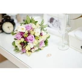 Свадебный букет СВ134 в стиле прованс из белых и фиолетовых роз