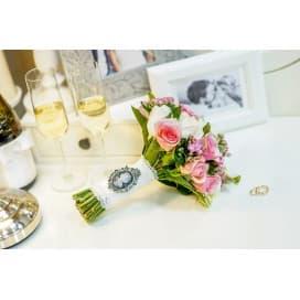 Свадебный букет СВ140 в стиле шебби из роз и фиалок