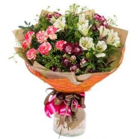 Разноцветный букет В8 из роз, альстромерий