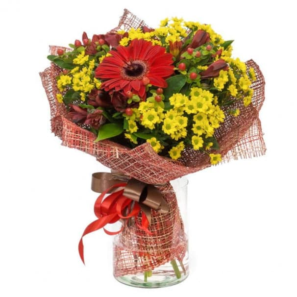 Букет В7 из красных гербер и желтых хризантем